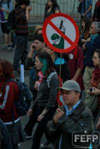 Pancarta durante la protesta estudiantil después del disparo