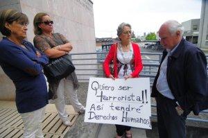 Manifestaciones de latifundistas afuera de la audiencia de formalizacion de Celestino