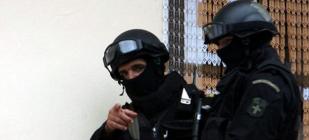 Policias durante las detenciones