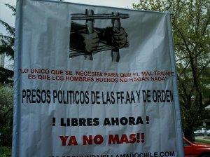 Lienzo en apoyo a los torturadores en prisión -Imagen de archivo-