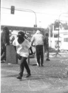 Claudialopez encapuchada en barricadas por el 29 de marzo de 1998 en el pedagogico 01